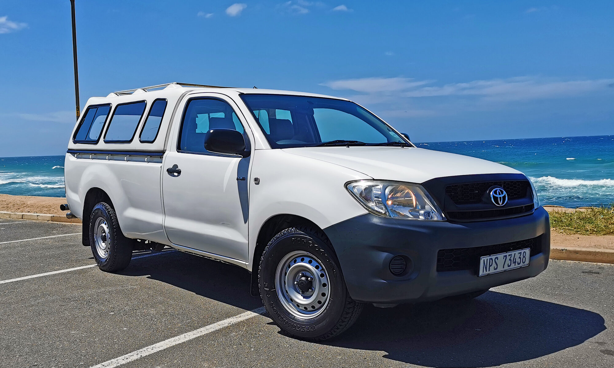 2010-toyota-hilux-rightfront
